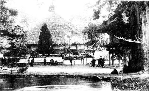 池から本堂を眺める.jpg